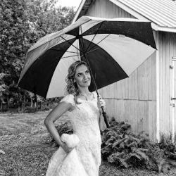 Bride holding Umbrella | Filbert B&B, Danielsville, PA